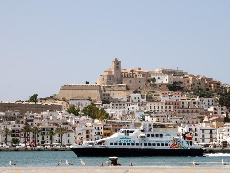 Im Sommer verbindet eine Schnellfähre die Häfen von Mallorca, Ibiza und Dénia   Baleària