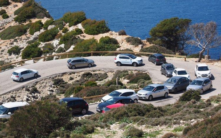 Szenen wie diese sollen in Zukunft vermieden werden:  Auto-Wahnsinn am Cap de Formentor | Foto: Hans/Pixabay