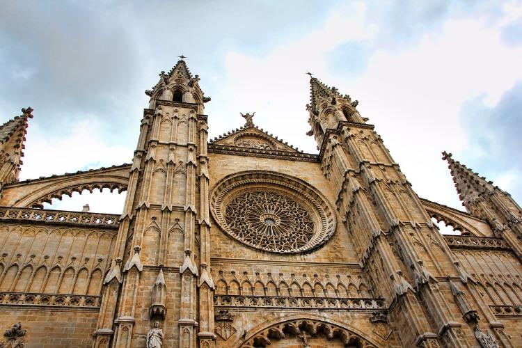 Das Dach der Kathedrale von Palma steht auch in diesem Sommer für Besichtigungen offen | Pixabay / GregMontani