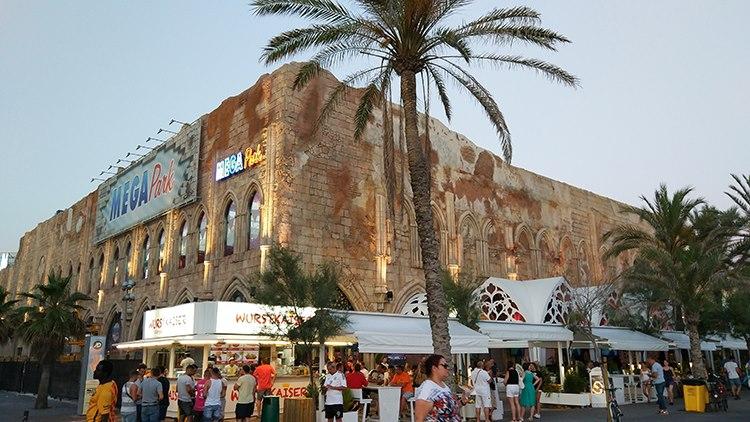Der Megapark an der Playa de Palma zeht jedes Jahr partywütige Urlauber an