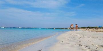 Mallorca-Es-Trenc-Strand-Karibik-Meer-Sand-Paar-Kind-Familie-360x180