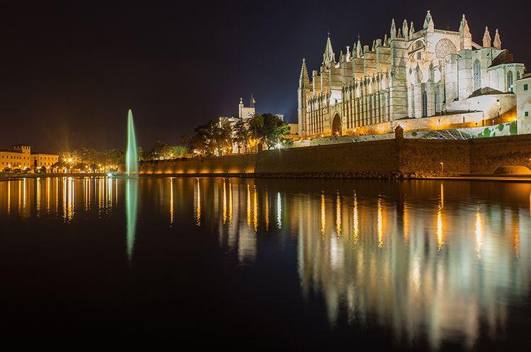 Palma-de-Mallorca-Nacht-Kathedrale-La-Seu