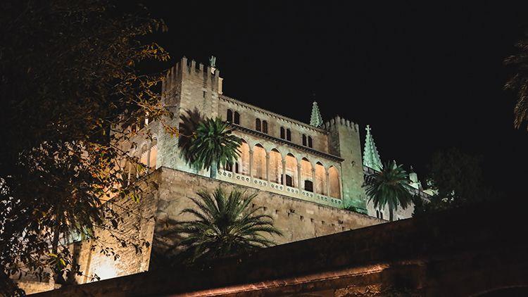 Palma-de-Mallorca-Nacht-La-Almudaina