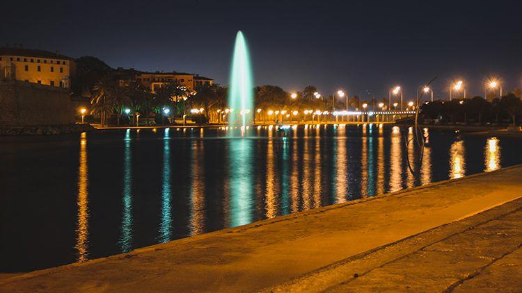 Palma-de-Mallorca-Nacht-Spiegelung-Teich