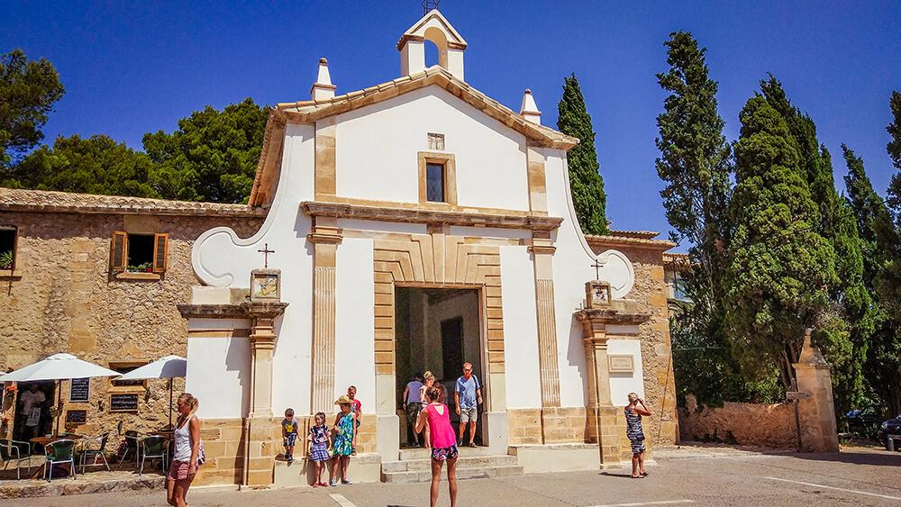 Mallorca-Pollenca-Treppe-Kalvarienberg-Kirche