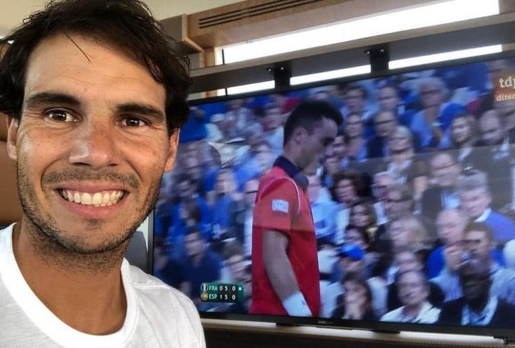 Rafael Nadal hilft nach dem verheerenden Unwetter mit Überschwemmungen auf Mallorca bei den Aufräumarbeiten