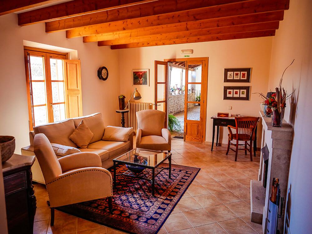 Mallorca-Tramuntana-Finca-Landhotel-Alqueria-Blanca-Wohnzimmer