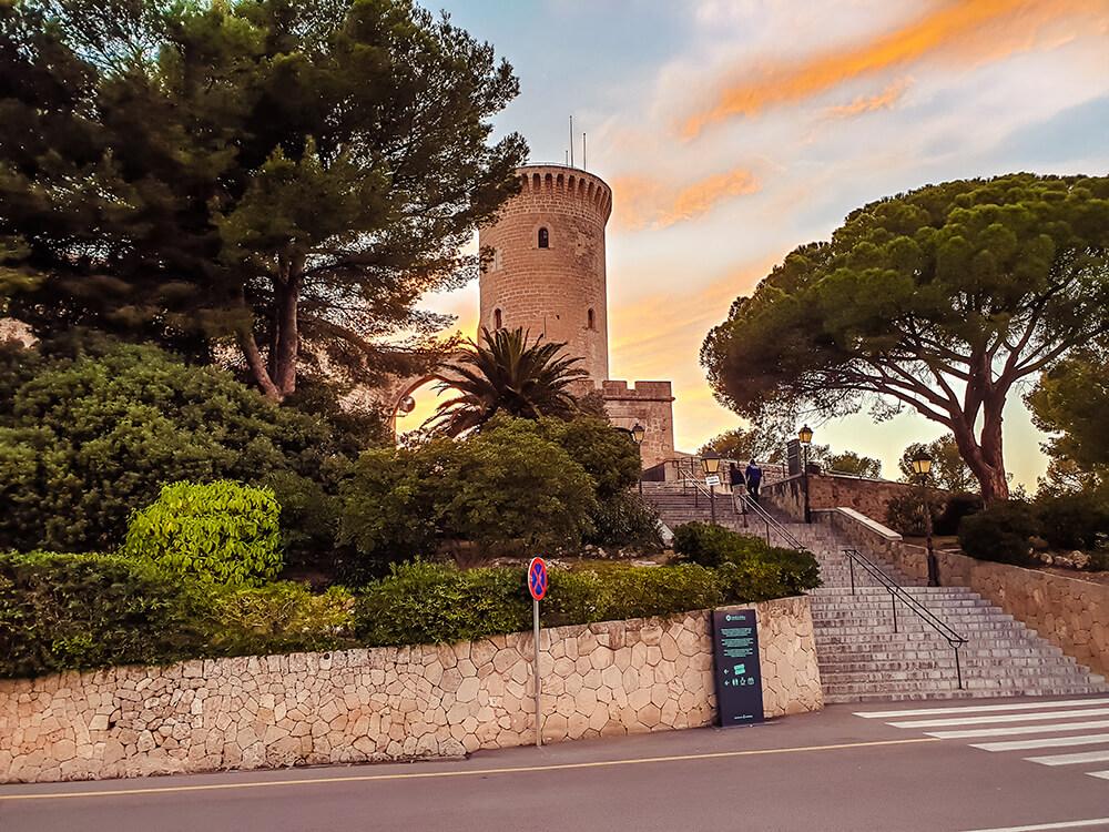 Palma-de-Mallorca-Castell-de-Bellver-Abend-Nacht-1