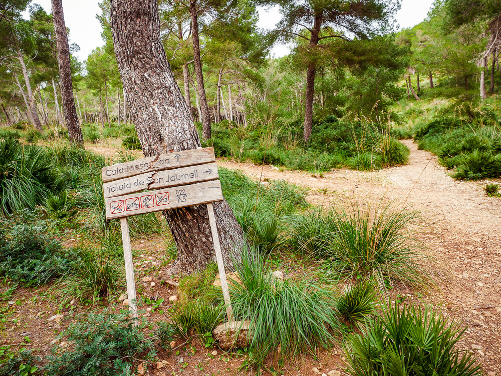 Mallorca-Cala-Ratjada-Agulla-Wanderung-Wegweiser