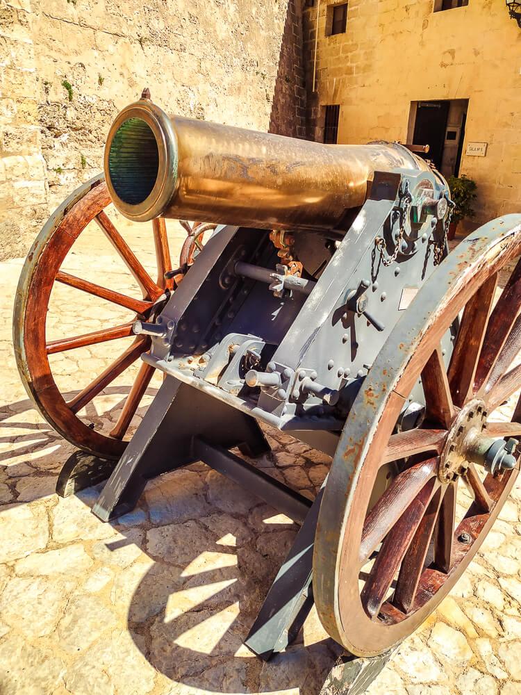 Palma-de-Mallorca-Militaermuseum-Kanone