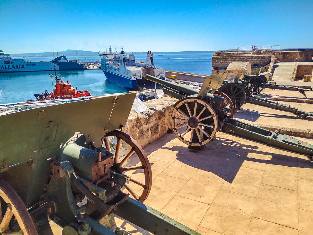 Palma-de-Mallorca-Militaermuseum-Kanonen