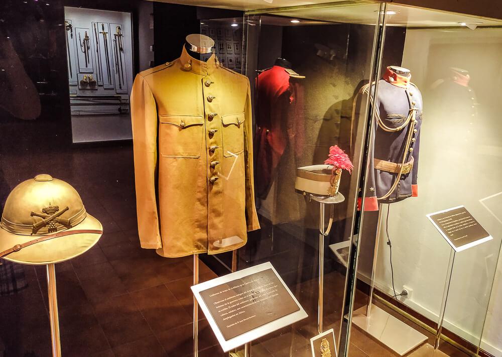 Palma-de-Mallorca-Militaermuseum-Uniformen