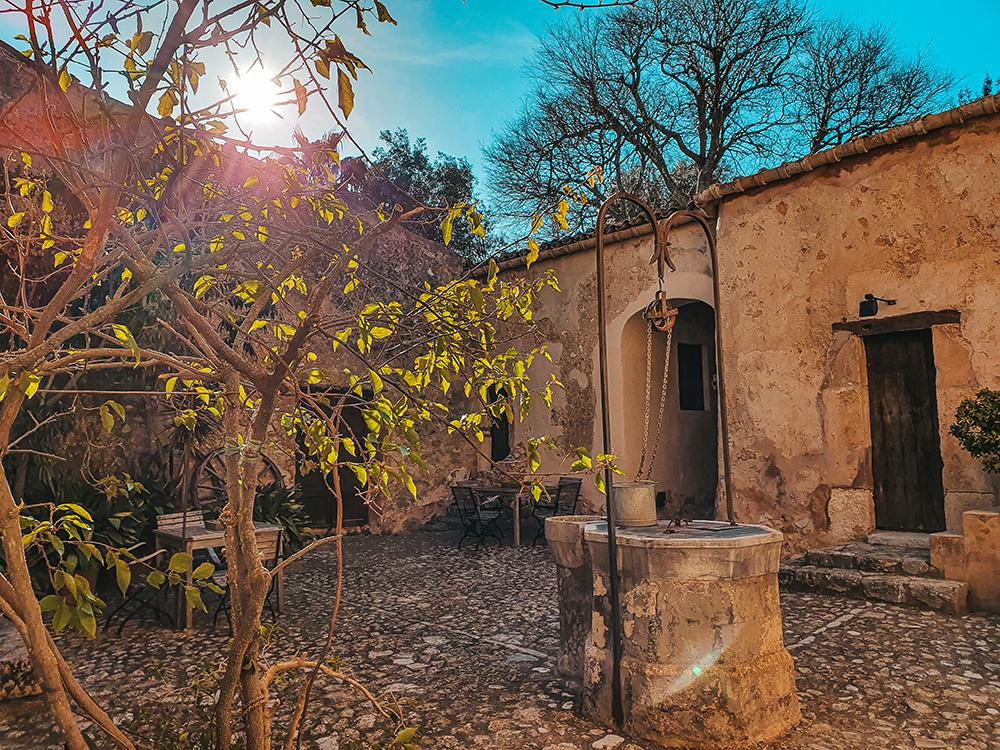 Mallorca-Fincahotel-Refugio-Son-Pons-Innenhof-2