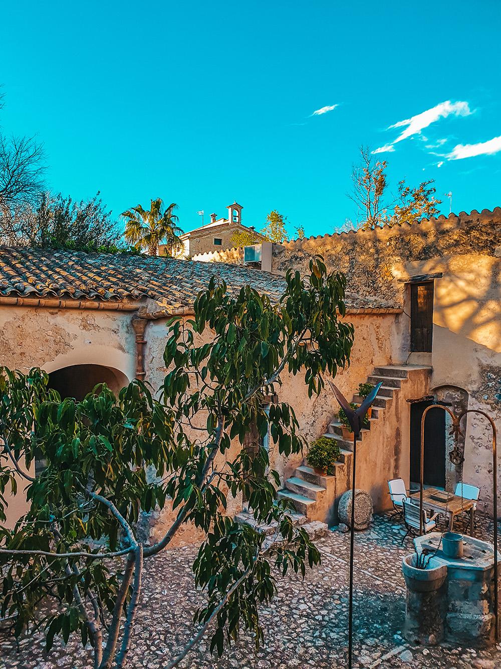 Mallorca-Fincahotel-Refugio-Son-Pons-Innenhof-3